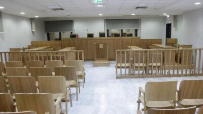 Τυπική αίθουσα ελληνικού δικαστηρίου