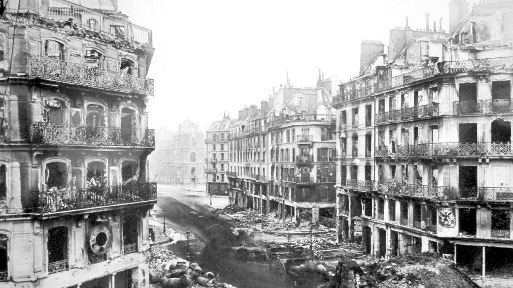 Η διάσημη εμπορική οδός Ριβολί (Rue de Rivoli) στο κέντρο του Παρισιού, μετά από την ήττα της Κομμούνας στις 28/5/1871