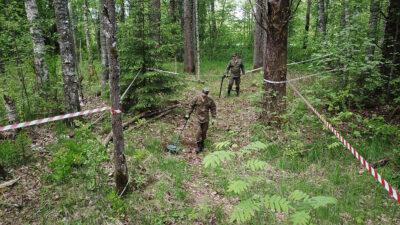 Ρώσοι στρατιωτικοί σε εκκαθάριση ναρκών κι εκρηκτικών στο συγκρότημα αμυντικών δομών στο τμήμα της γραμμής Mannerheim στην περιοχή του Λένινγκραντ