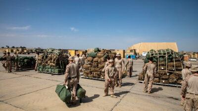Δυνάμεις Πεζοναυτών των ΗΠΑ καθώς ετοιμάζονται να αποχωρίσουν από Βάση στο Ιράκ - 24/5/2021