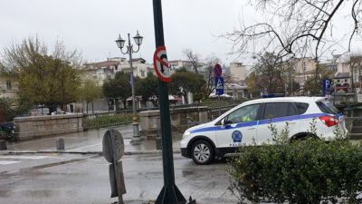Περιπολικό της Αστυνομίας στο κέντρο των Τρικάλων