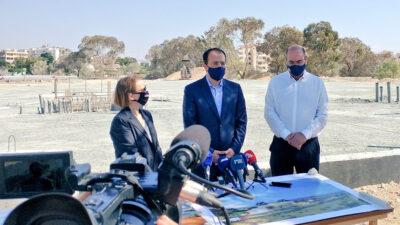 Η Πρέσβειρα των ΗΠΑ στη Λευκωσία, Τζούντιθ Γκάρμπερ με το Κύπριο ΥΠΕΞ, Νίκο Χριστοδουλίδη επισκέφτηκε το εργοτάξιο ανέγερσης του κέντρου CYCLOPS