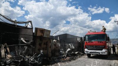 Πυρκαγιά σε αποθήκη με φιάλες προπανίου στον Ασπρόπυργο