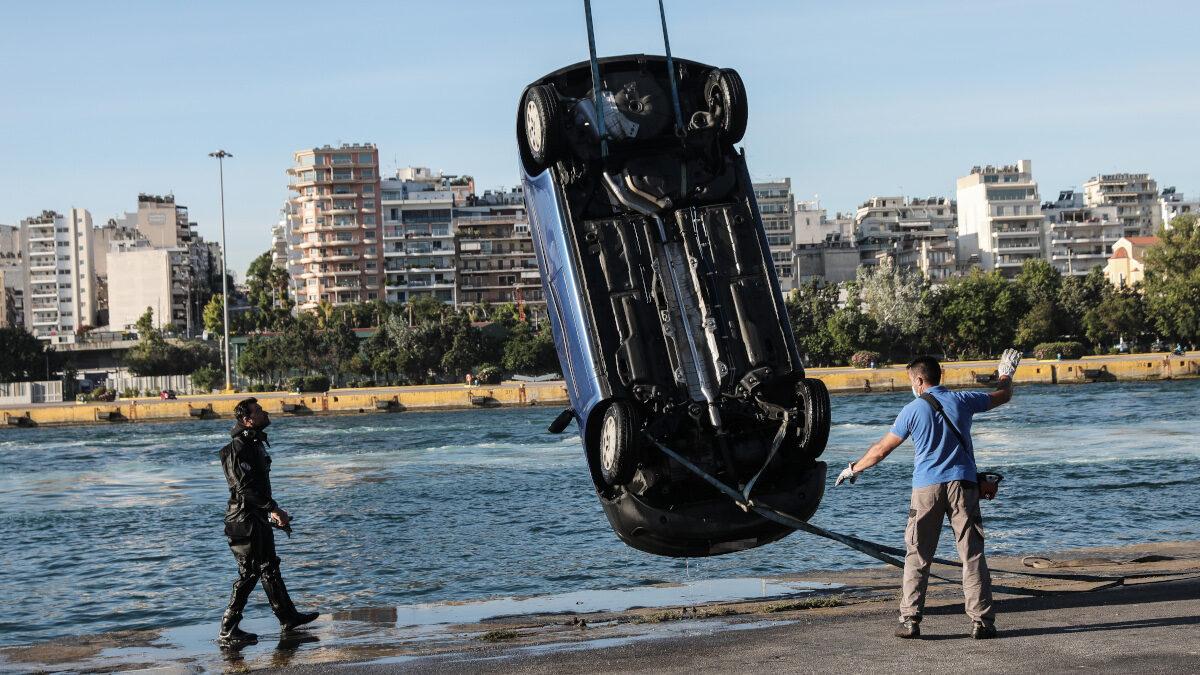 Πτώση ΙΧ αυτοκινήτου στο λιμάνι του Πειραιά