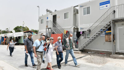 Περιοδεία ΚΚΕ στην προσφυγική δομή του Ελαιώνα