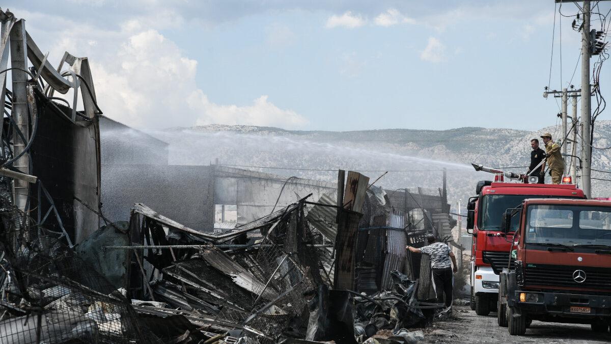 Φωτιά σε βυτιοφόρο που μεταφέρει προπάνιο στα Νεόκτιστα Ασπροπύργου κοντά στα διυλιστήρια την Παρασκευή, 18 Ιουνίου 2021