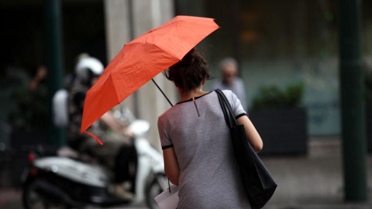 Καιρός - Βροχή - Ομπρέλα - Καλοκαιρινή μπόρα στην Αθήνα