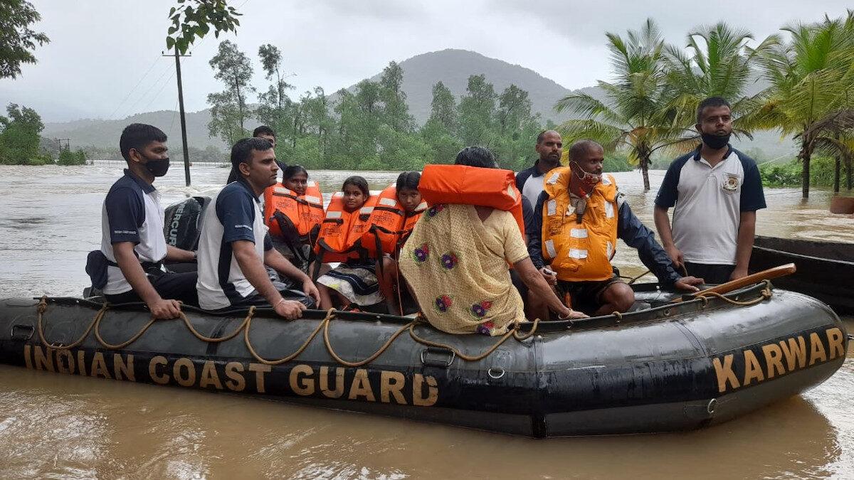 Επιχειρήσεις διάσωσης επιζώντων από έντονες πλημμύρες στην Ινδία