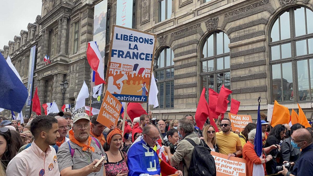 Διαδηλώσεις στη Γαλλία ενάντια στον υποχρεωτικό εμβολιασμό και το πιστοποιητικό εμβολιασμού