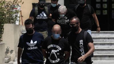 Ο αστυνομικός και ο πατέρας της 19χρονης απ' την Ηλιούπολη που κατηγορούνται για σεξουαλική εκμετάλλευση και κακοποίηση στον Ανακριτή