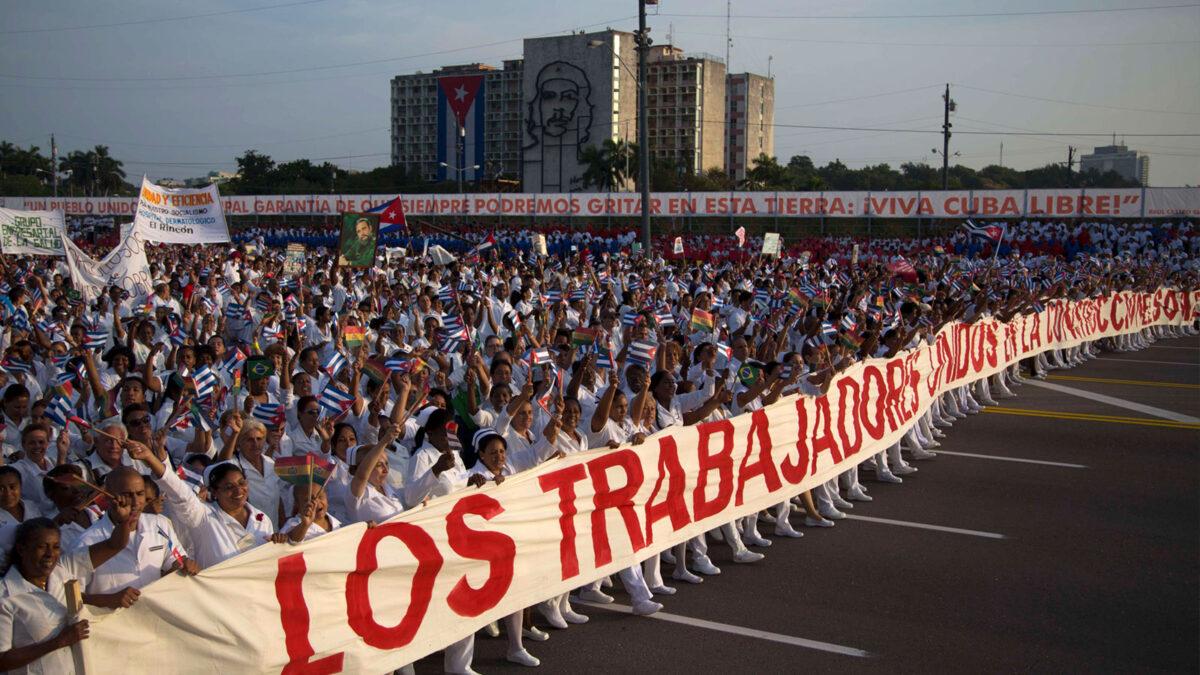 Πρωτομαγιά στην Κούβα - Στην κεφαλή της πορεία οι υγειονομικοί