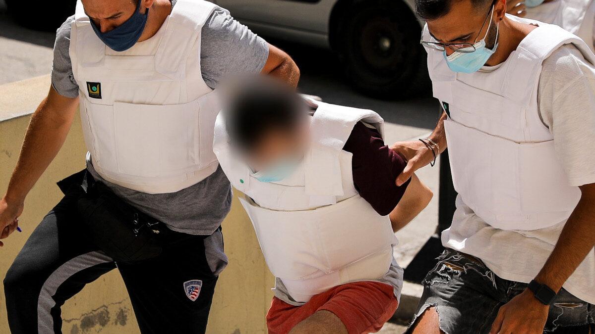 Έγκλημα στη Δάφνη - σύλληψη - μεταγωγή στα δικαστήρια - Συζυγοκτόνος