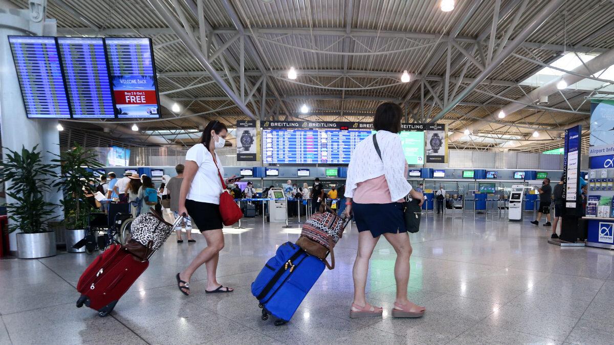 """Τουρίστες στο αεροδρόμιο """" Ελ. Βενιζέλος"""" - Κορονοϊός"""