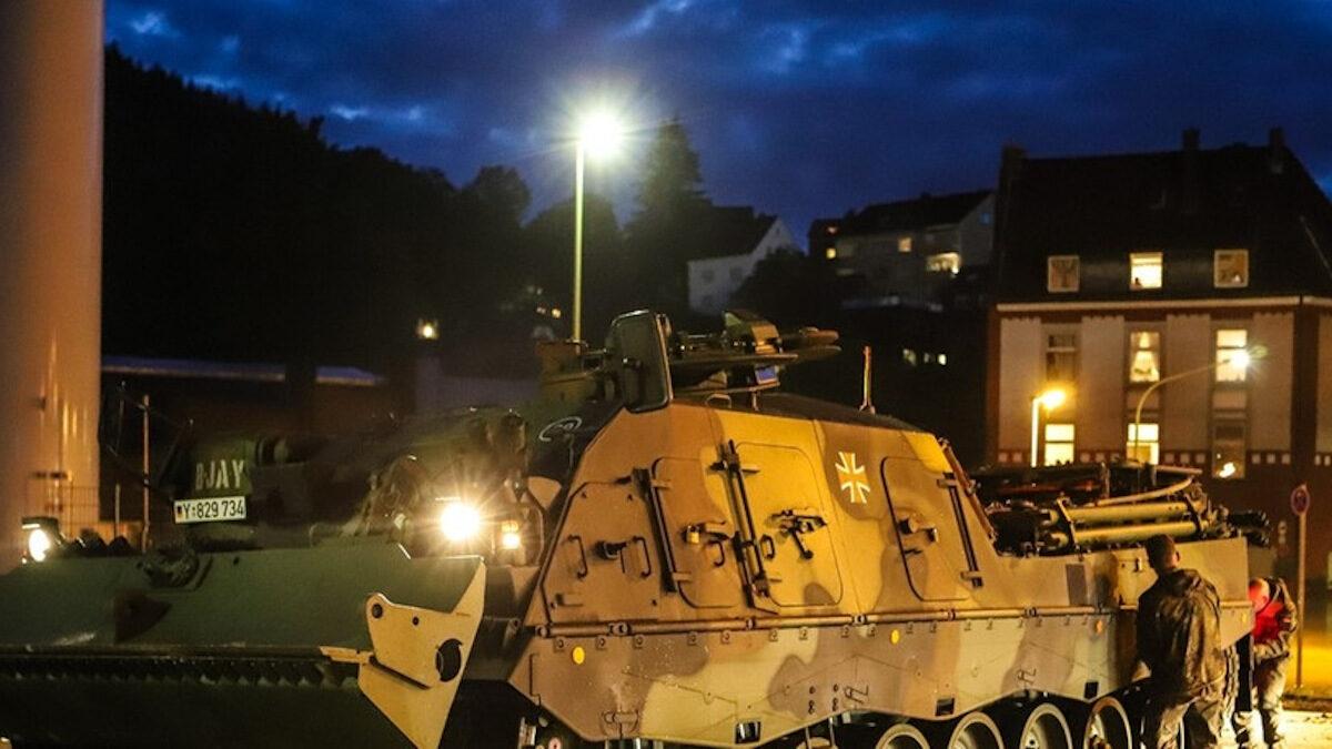 Αναπτύχθηκε ο Γερμανικός Στρατός για να βοηθήσει τους εγκλωβισμένους κατοίκους / Οι σφοδρές βροχοπτώσεις προκάλεσαν πλημμύρες, στη δυτική Γερμανία