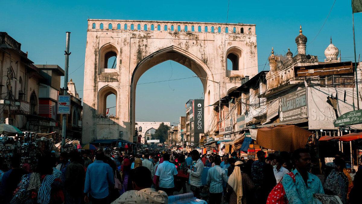 Πλήθος κόσμου σε πόλη της Ινδίας εν μέσω covid