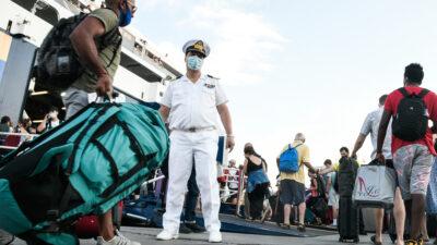 Στιγμιότυπο από το λιμάνι του Πειραιά, Δευτέρα 5 Ιουλίου 2021. Νέα μέτρα ισχύουν σε όλη τη χώρα για τις μετακινήσεις με πλοία στα νησιά.