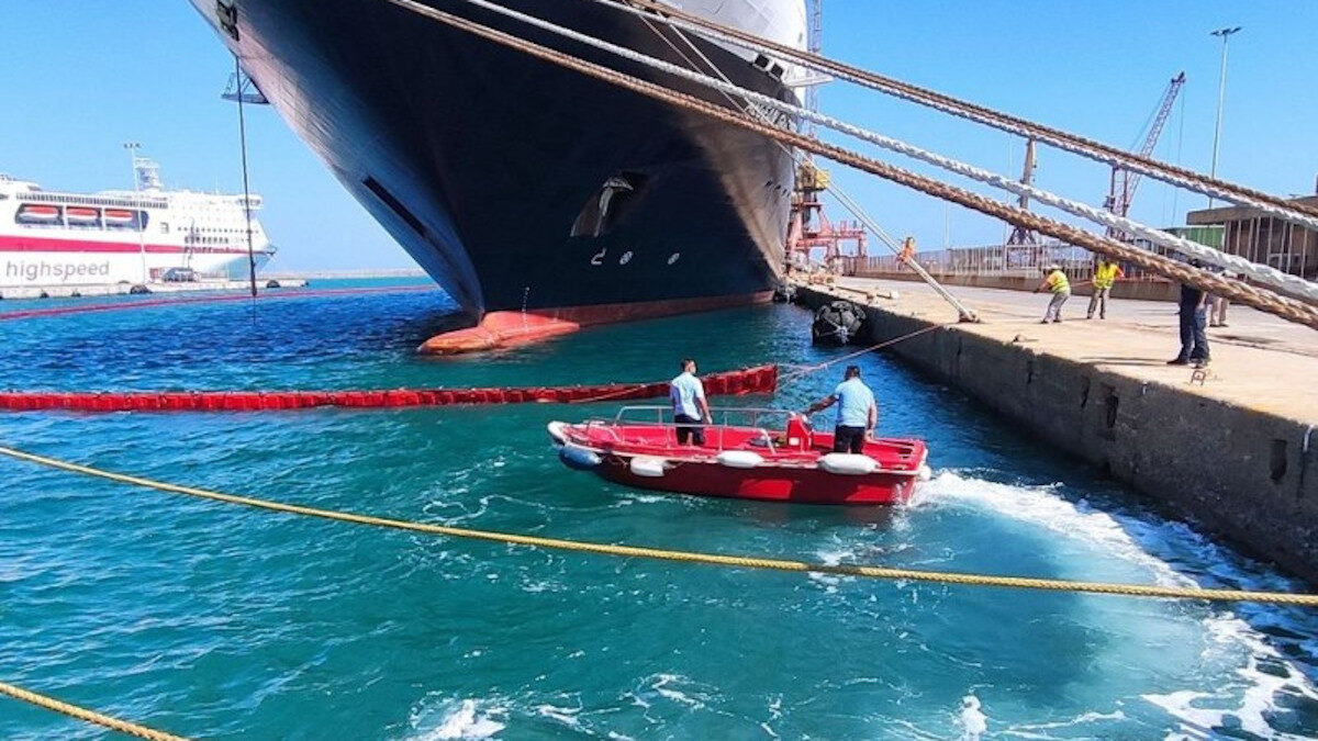 Άσκηση αντιμετώπισης θαλάσσιας ρύπανσης στο λιμάνι του Ηρακλείου