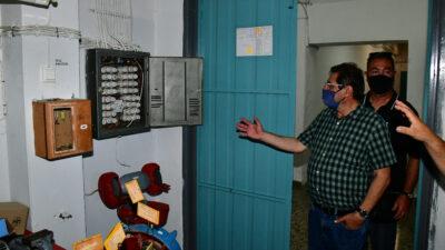 Ο Κώστας Πελετίδης στο 1ο ΕΠΑΛ Πάτρας που ξεκινάνε εργασίες εκσυγχρονισμού της ηλεκτρολογικής εγκατάστασης μαζί με άλλα 19 σχολικά συγκροτήματα