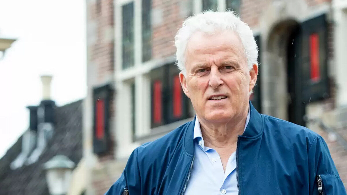 Πέτερ Ντε Βρις, Ολλανδός αστυνομικός ρεπόρτερ