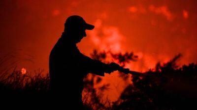 Πυροσβεστική - Δάσος - Πυρκαγιά στην περιοχή Κορυφή του δήμου Πύργου, στην Ηλεία τα ξημερώματα της Τρίτης 27 Ιουλίου 2021.