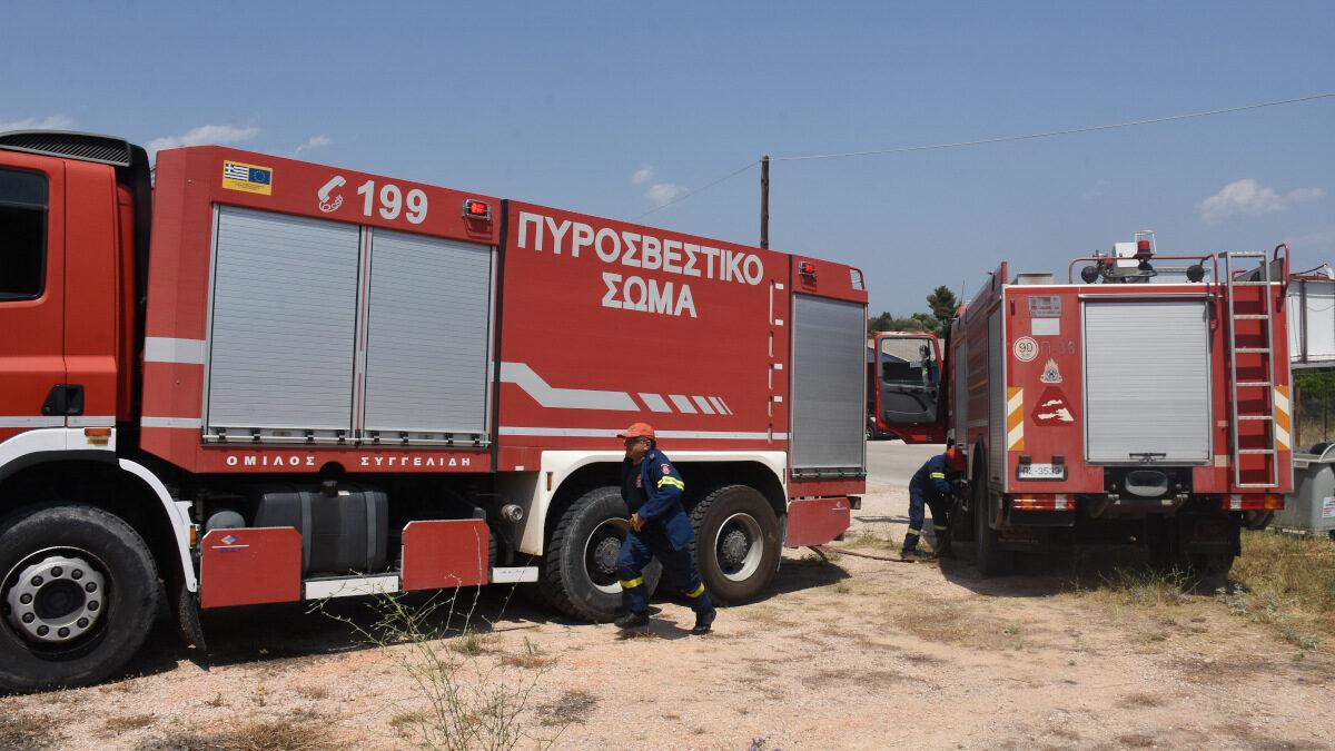 Πυροσβεστική - Πυρκαγιά στο Τολό, Αργολίδας στην περιοχή του Ζορμπά, κοντά σε κατοικημένη περιοχή.
