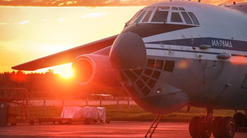 Αεροσκάφος μεταφοράς της Ρωσικής Πολεμικής Αεροπορίας Ilyushin (Il-76) σε εκπαιδευτικές πτήσεις για τους νέους ανθυποσμηναγούς - Ιούλιος 2021