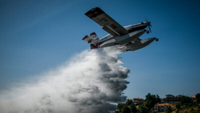 Πυροσβεστική / Υδροπλάνο / Πυροσβεστικό Αεροπλάνο / Ρίψη νερού / Φωτιά σε δασική έκταση στον Βαρνάβα Αττικής. Σάββατο 10 Ιουλίου 2021