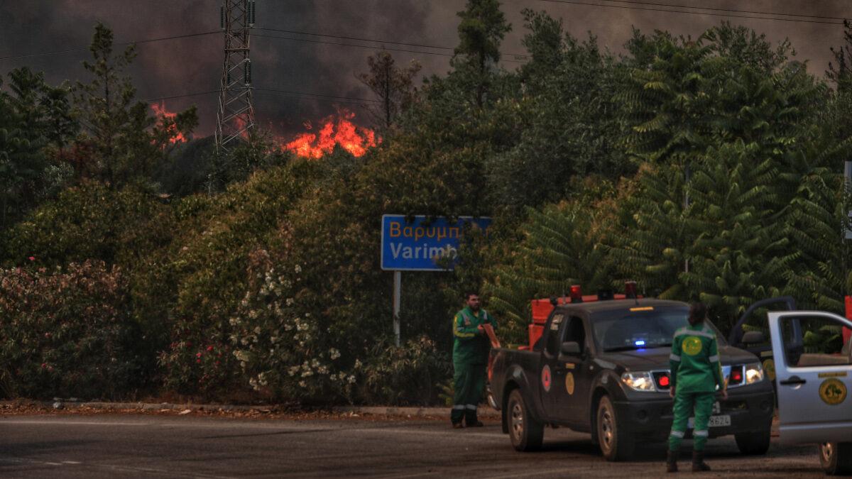 Πυρκαγιά στην Άνω Βαρυμπόμπη του δήμου Αχαρνών, την Τρίτη 3 Αυγούστου 2021. Η φωτιά ξέσπασε ανατολικά στα βασιλικά κτήματα στη Βαρυμπόμπη. Κινητοποιήθηκαν και επιχειρούν 60 πυροσβέστες με 20 οχήματα, δύο ομάδες πεζοπόρων τμημάτων, τέσσερα ελικόπτερα και τέσσερα αεροσκάφη, μεταξύ των οποίων και το ρωσικό Beriev 200.