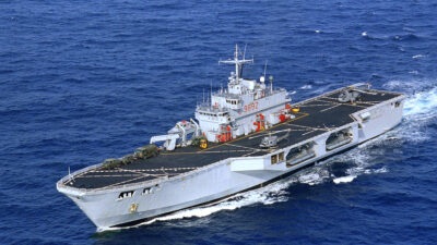 "Tο ελικοπτεροφόρο πλοίο αμφίβιων επιχειρήσεων ""San Giusto"""