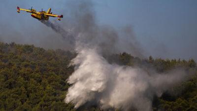 Πυροσβεστικό αεροπλάνο - Canadair - Πυρκαγιά σε πευκοδάσος στα Βίλια, Αττικής