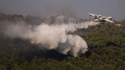 Πυροσβεστικό αεροπλάνο - Beriev be-200 - Πυρκαγιά σε πευκοδάσος στα Βίλια, Αττικής