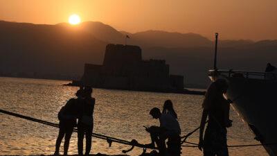 Δύση ηλίου στο λιμάνι του Ναυπλίου με καύσωνα Ιούλιος 2021