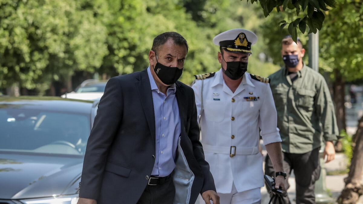 Ο Υπουργός Άμυνας Νίκος Παναγιωτόπουλος προσέρχεται για την πεκτακτη συνεδρίαση του ΚΥΣΕΑ για το Αφγανιστάν, 18-08-21