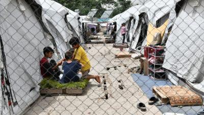 Από περιοδεία του Νίκου Σοφιανού (Μέλος του Π.Γ. της ΚΕ του ΚΚΕ) στη Δομή Προσφύγων στον Ελαιώνα