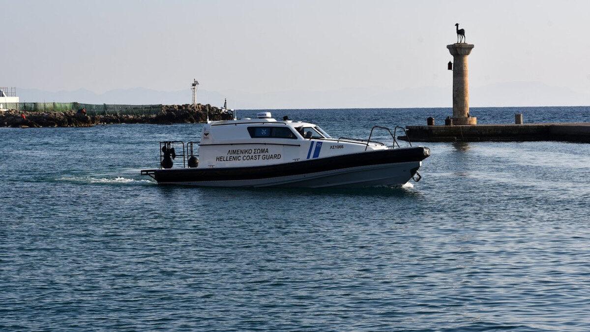Πλωτό ΛΣ 1066 του Λιμενικού Σώματος - Ελληνικής Ακτοφυλακής στο λιμάνι της Ρόδου