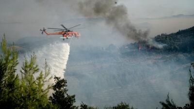 Πυρκαγιά στην Αρχαία Ολυμπία, Ηλεία - Ρίψεις νερού από εναέρια μέσα