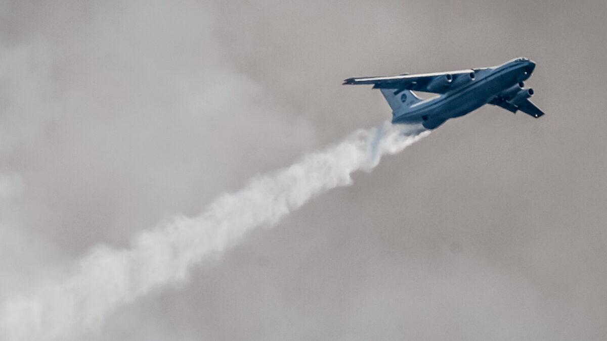 Πυροσβεστικό Ιλιούσιν (IL-76) επιχειρεί στην πυρκαγιά στα Βίλια, Αττικής - 17/8/2021
