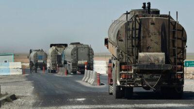 Κομβόι βυτιοφόρων φορτηγών με τη συνοδεία αμερικανικών στρατευμάτων κατοχής φορτωμένο με κλεμμένο πετρέλαιο από τη Συρία κατευθύνονται προς Ιράκ - 2018