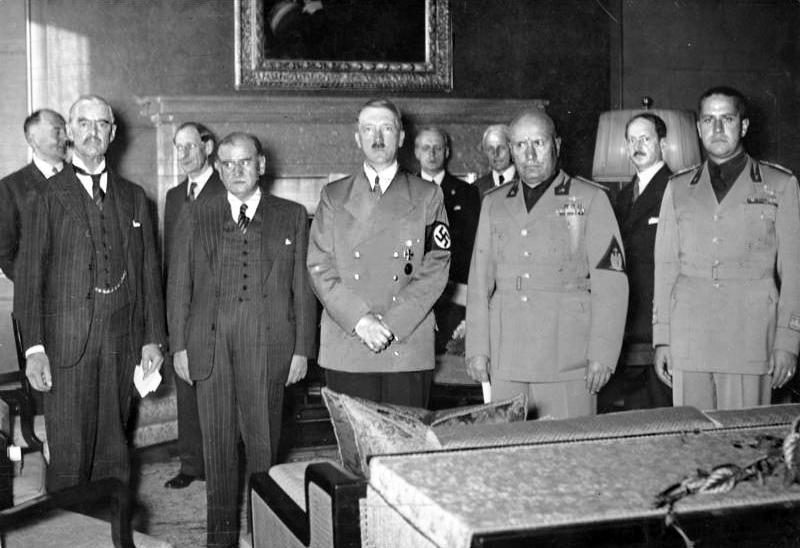 υνθήκη Μονάχου 1938 / Από αριστερά: Τσάπερλαιν (Αγγλία) Ντελατιέ (Γαλλία), Χίτλερ (Γερμανία), Μουσολίνι (Ιταλία)