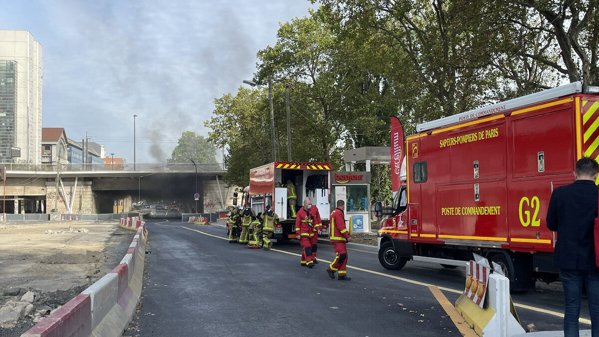 Φωτιά σε γέφυρα στο Παρίσι