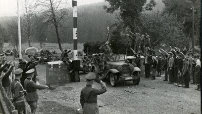 Τα ναζιστικά στρατεύματα εισβάλουν στη Τσεχοσλοβακία 1938 με την άδεια (Συνθήκη Μονάχου) Αγγλίας και Γαλλίας
