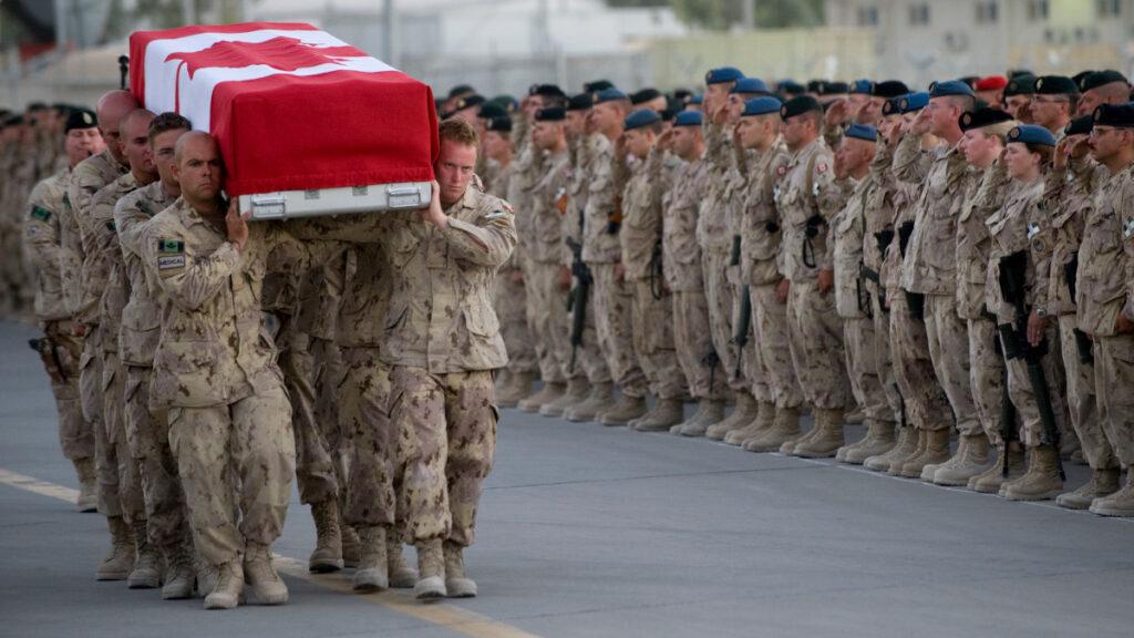 Τελετή μεταφοράς Καναδού στρατιώτη που σκοτώθηκε στην Κανταχάρ του Αφγανιστάν το 2009