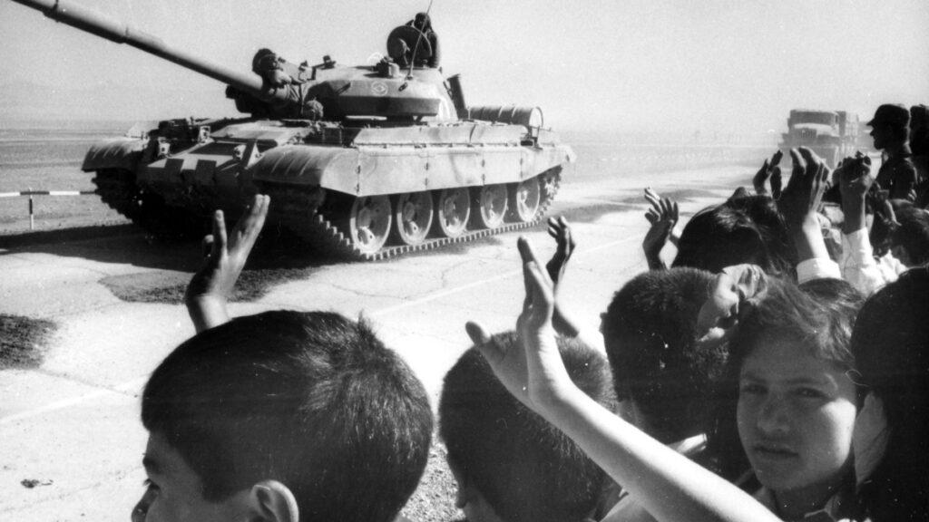 Αποχώρηση του Κόκκινου Στρατού (Άρματα Τ62) στο Αφγανιστάν - 1989