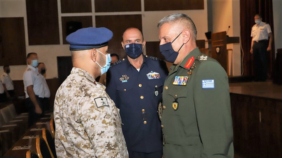 Ο Αρχηγός ΓΕΕΘΑ, Κωνσταντίνος Φλώρος μιλάει στο προσωπικό που θα στελεχώσει τους Patriot στη Σαουδική Αραβία