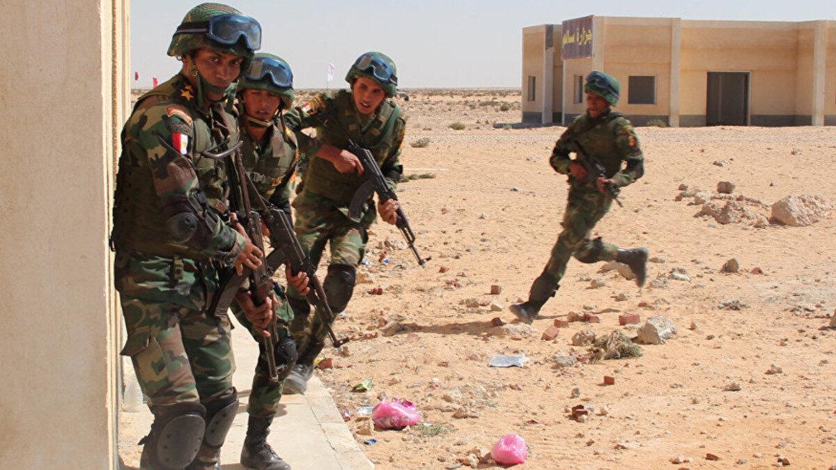 Στρατιώτες του Αιγυπτιακού Στρατού που επιχειρούν στη Χερσόνησο του Σινά