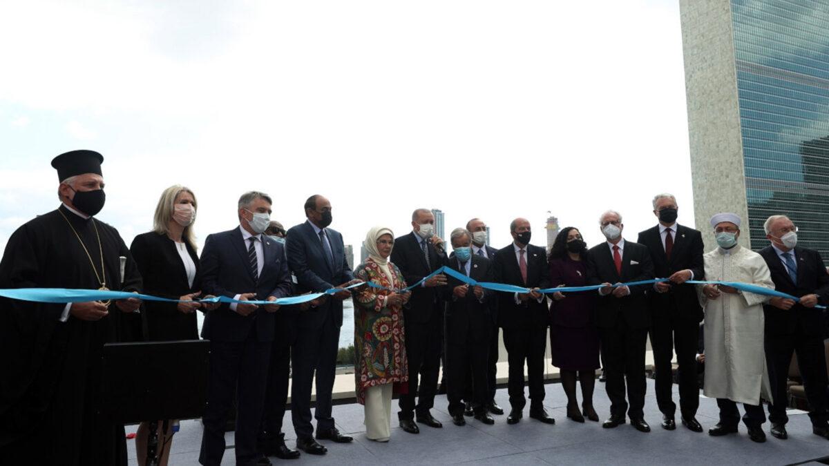Φιέστα που διοργάνωσε η τουρκική κυβέρνηση για τα εγκαίνια του αποκαλούμενου «Σπιτιού της Τουρκίας» στη Νέα Υόρκη. Παρόντες ο Ερντογάν, ο Τατάρ και ο Αρχιεπίσκοπος Αμερικής Ελπιδοφόρος - Σεπτέμβρης 2021