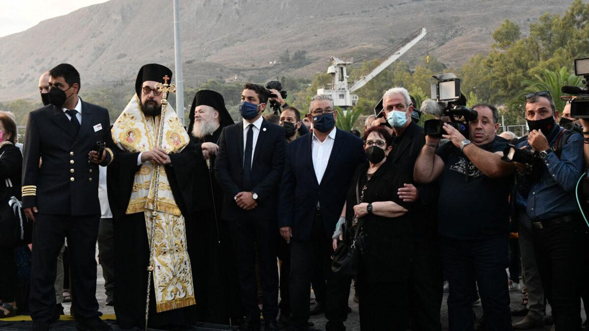 Αντιπροσωπεία του ΚΚΕ με επικεφαλής τον Δ. Κουτσούμπα στην υποδοχή της σορού του Μίκη Θεοδωράκη στην Κρήτη