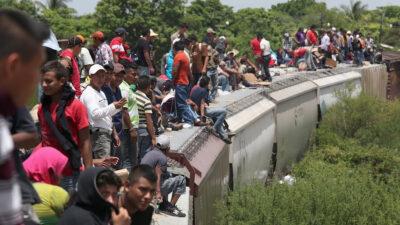 Καραβάνι μεταναστών στην Κεντρική Αμερική σε τρένο με προορισμό τα βόρεια σύνορα του Μεξικό με ΗΠΑ