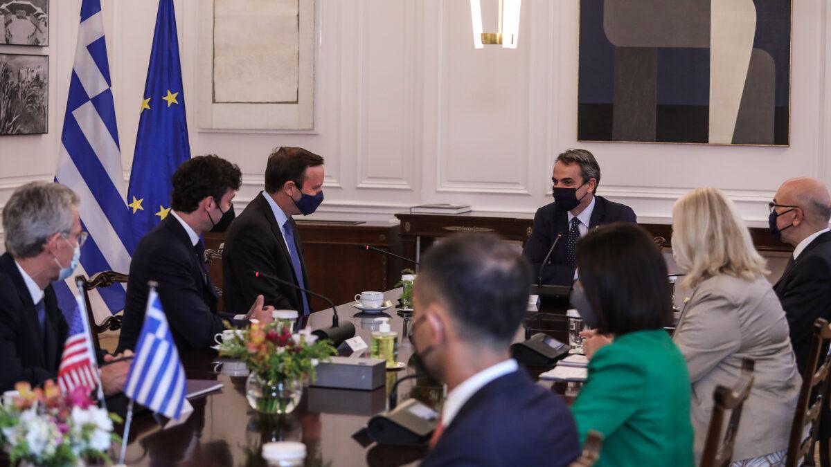Από τη συνάντηση του Κ. Μητσοτάκη με τους Αμερικανούς Γερουσιαστές Κρίς Μέρφι και Τζον Όσοφ