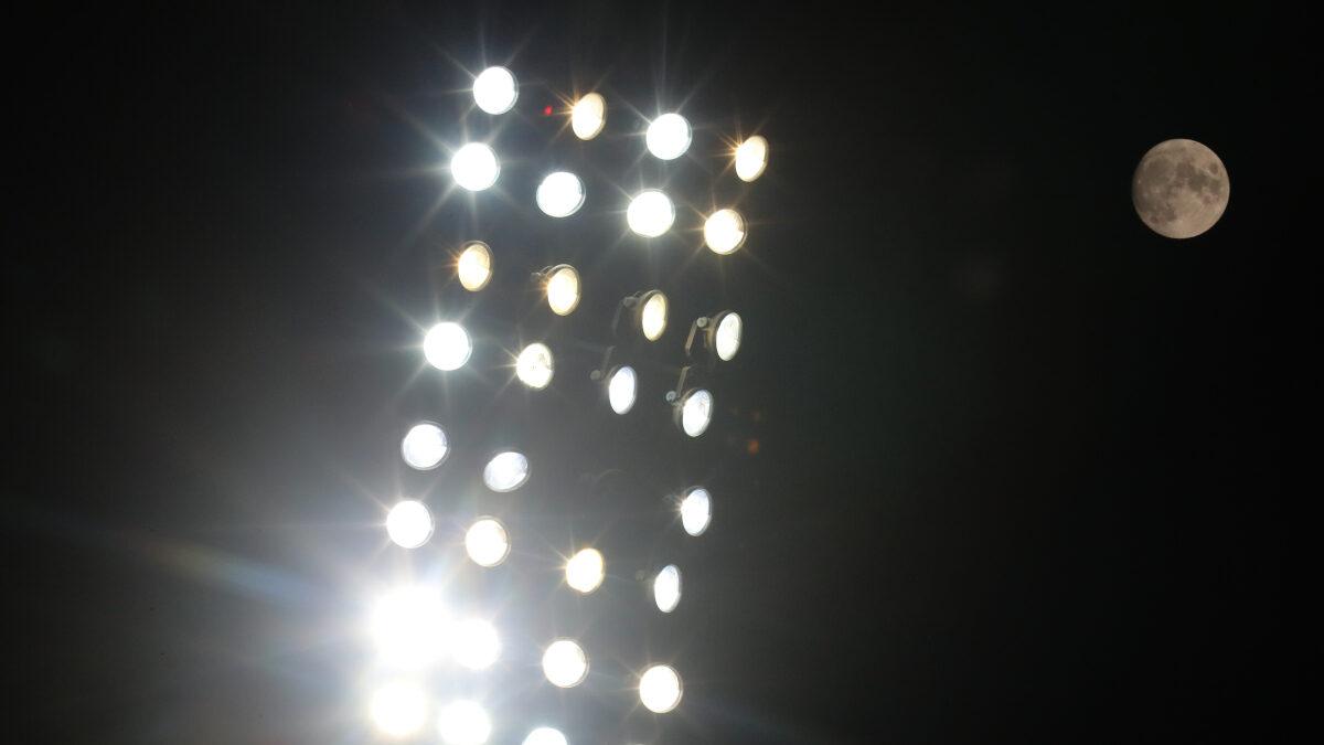 Προβολείς ποδοσφαιρικού γηπέδου - Φεγγάρι - Πανσέλληνος - Ποδόσφαιρο